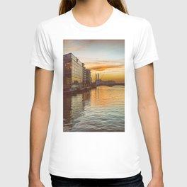 Sunset over Chelsea Bridge 02A - Vintage (everyday 13.01.2017) T-shirt