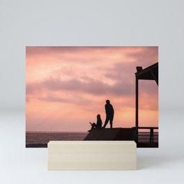 Dibujando el horizonte Mini Art Print