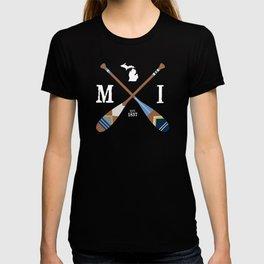 Paddle MI, Michigan Lake Life Painted Oars T-shirt