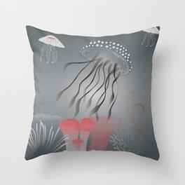Meduse Throw Pillow