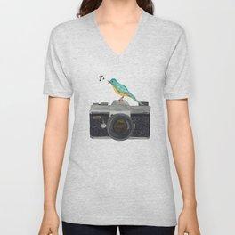 Watch the birdie Unisex V-Neck