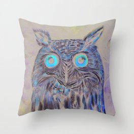 Owl who sees into other worlds Throw Pillow