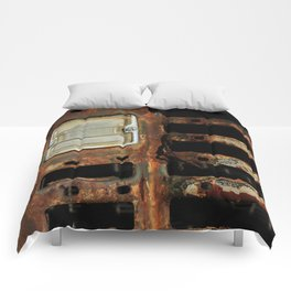 Detail Rusted International Truck1. Comforters