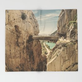 """""""The most dangerous trail in the world"""". El Caminito del Rey Throw Blanket"""