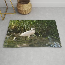Great white egret bird wading in the river bank Rug
