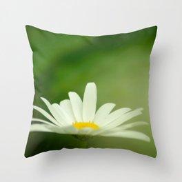 Daisy beauty Throw Pillow