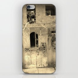 What can be of this iPhone Skin