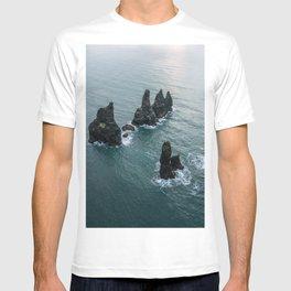 Sea stacks on the Icelandic Coast near Vik - Landscape Photography T-shirt