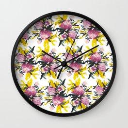 pattern Pivoine violette sur fond jaune Wall Clock