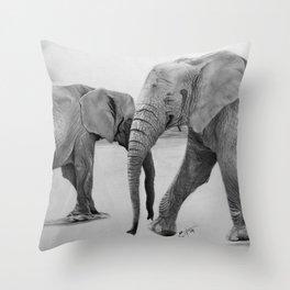 Elefantes en el desierto Throw Pillow