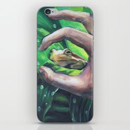 Tree Frog Through the Scope of a Hand iPhone Skin