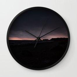 Sonnenaufgang bei Regen an der Ostsee Wall Clock