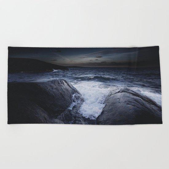 Crashing memories Beach Towel