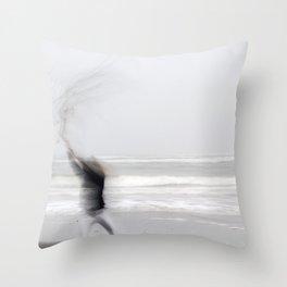 la fille mer Throw Pillow