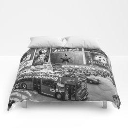 Times Square II (B&W widescreen) Comforters