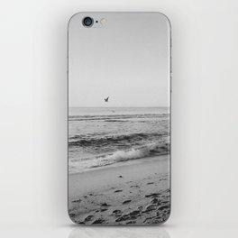 HALF MOON BAY VI (B+W) iPhone Skin