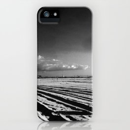 La mère en noir iPhone Case