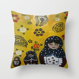 Russian nesting family Throw Pillow