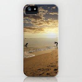 jugando con el sol iPhone Case