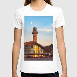 Seaside resort Warnemünde the moon says goodbye to the sun T-shirt