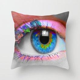ojo rosado Throw Pillow