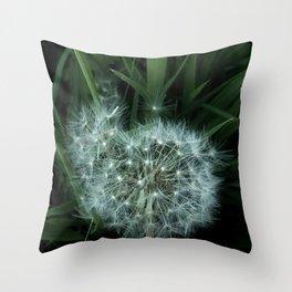 Dandelion 3 -diente de leon Throw Pillow