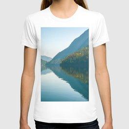 Echo Lake mountain lake mountain landscape autumn British Columbia Monashee Mountains Canada T-shirt