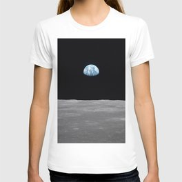 Earth rise over the Moon T-shirt