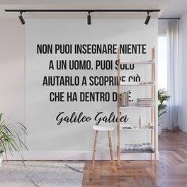 Non puoi insegnare niente a un uomo. Puoi solo aiutarlo a scoprire ciò che ha dentro di sé.  Galileo Wall Mural