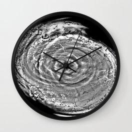 Proluit insano contorquens guttae aquae Wall Clock