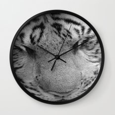 Le Tigre Pendant Sa Sieste Wall Clock