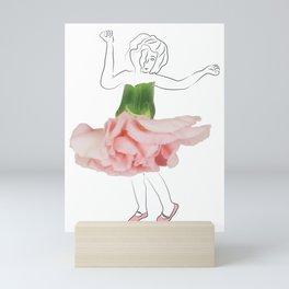 Niña clavel Mini Art Print