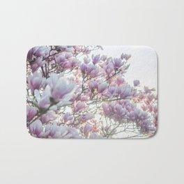 Magnólias rosa florescendo na primavera!! Bath Mat