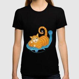 Orange tabby cat & blue catfish  Funny kids illustration T-shirt