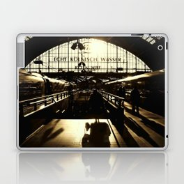 Railway Station Cologne (monochrom) Laptop & iPad Skin