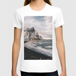 Stokksnes Icelandic Mountain Beach Sunset - Landscape Photography T-shirt