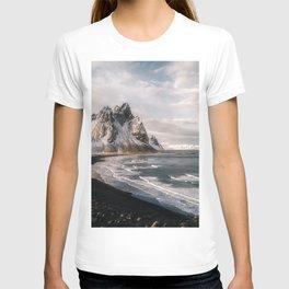 Stokksnes Icelandic Mountain Beach Sunset - Landscape Photography T-shirt
