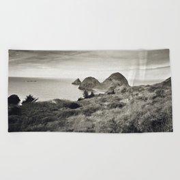... L'île du bout du Monde ... Beach Towel