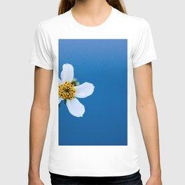 flower photography by Fidel Fernando T-shirt