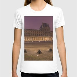 Louvre museum at night T-shirt