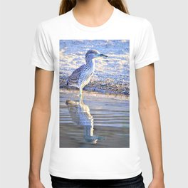 Juvenile Heron with Reflection by the Lake by Reay of Light T-shirt