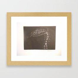 Cobra de medio lao Framed Art Print