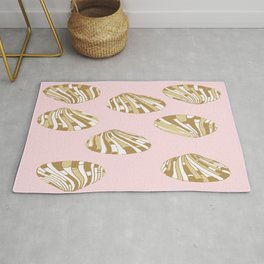 Scallop Shells in Pink Rug