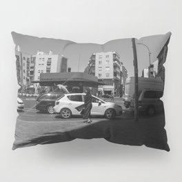 Mujer agitada por el viento Pillow Sham