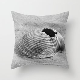 broken shell, black and white Throw Pillow