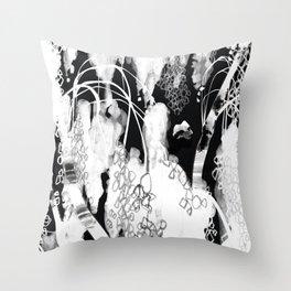 L'anima dell'albero 2 Throw Pillow