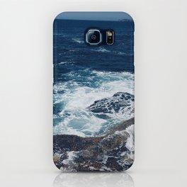 Waves hitting rocks, Clovelly Beach, NSW, Australia iPhone Case