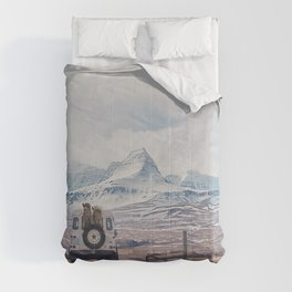 NEVER STOP EXPLORING ICELAND Comforters