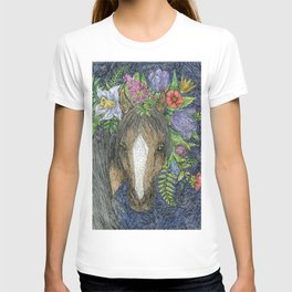 Horse with a wreath of flowers on its head. T-shirt