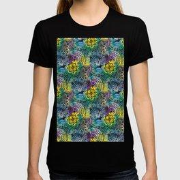 Colorful doodle art pattern  T-shirt